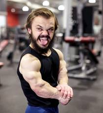 American man born with dwarfism struggles to become bodybuilder